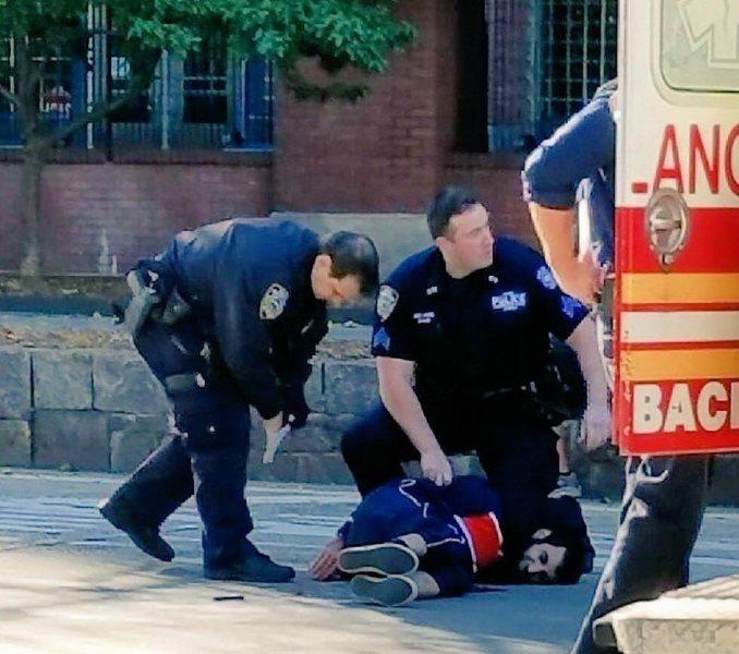 Khủng bố trên phố New York, ít nhất 8 người chết - 3
