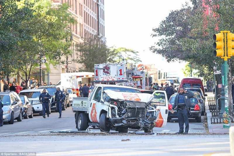 Khủng bố trên phố New York, ít nhất 8 người chết - 1