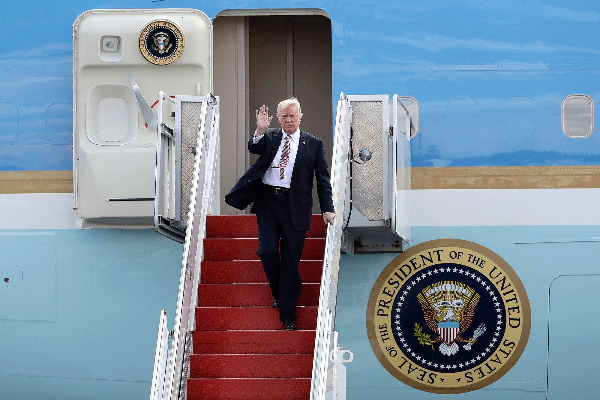 TT Donald Trump đến VN: Cận cảnh chuyên cơ 'pháo đài' Air Force One - 2