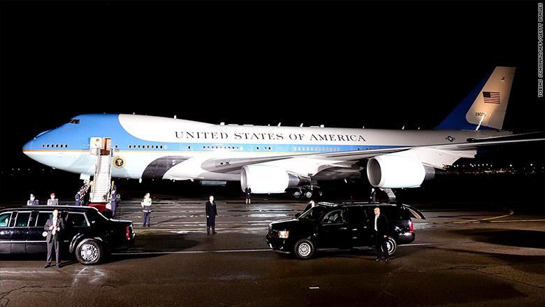 TT Donald Trump đến VN: Cận cảnh chuyên cơ 'pháo đài' Air Force One - 3