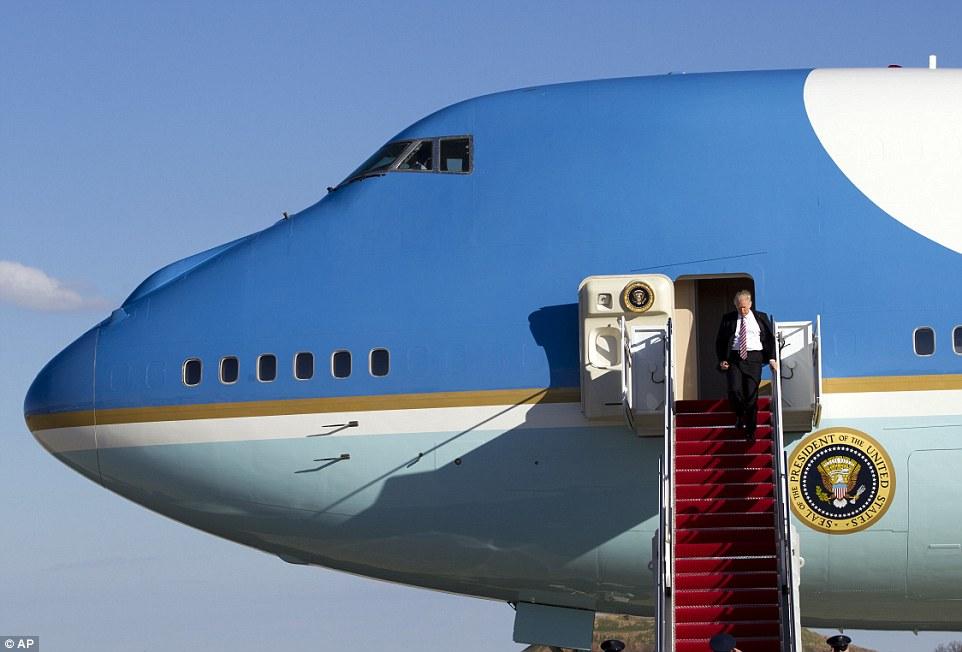 TT Donald Trump đến VN: Cận cảnh chuyên cơ 'pháo đài' Air Force One - 4