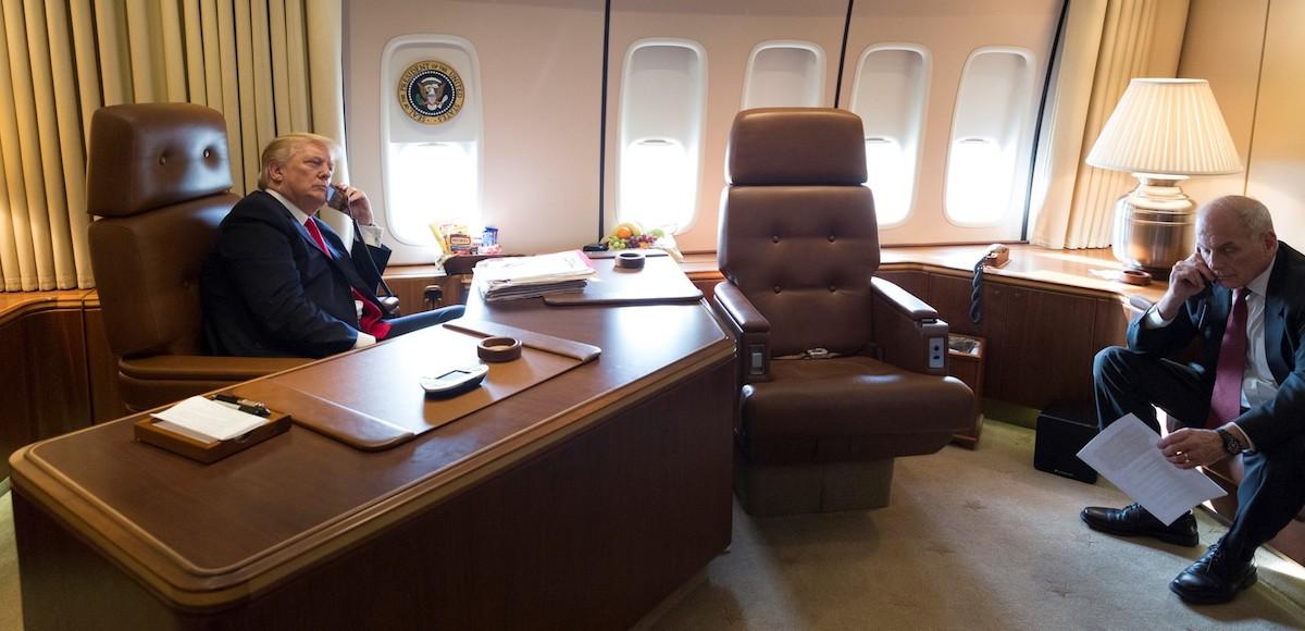 TT Donald Trump đến VN: Cận cảnh chuyên cơ 'pháo đài' Air Force One - 7