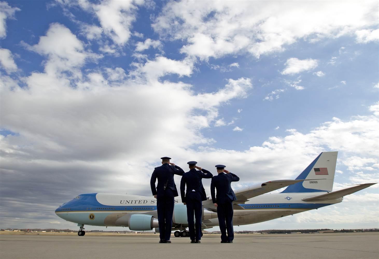 TT Donald Trump đến VN: Cận cảnh chuyên cơ 'pháo đài' Air Force One - 10