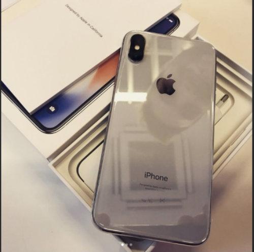 NÓNG: iPhone X xếp chồng hàng loạt sắp giao tận tay khách hàng - 2