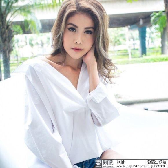 """Sao Thái Lan 43 tuổi """"lột xác"""" ngoạn mục sau khi bị chồng bỏ vì xuống sắc - 1"""