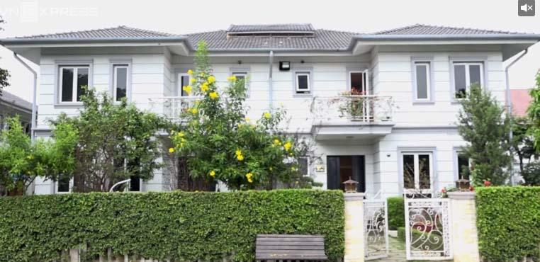 """Nhà đẹp của sao: Ngất ngây biệt thự """"hoàng gia"""" của Hồ Quỳnh Hương - 1"""