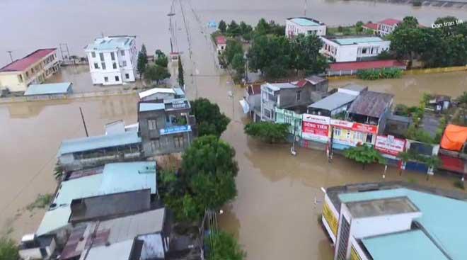 Ảnh: Phú Yên chìm trong nước lũ, nhiều khu vực bị cô lập - 1
