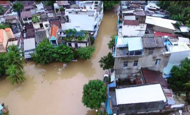 Ảnh: Phú Yên chìm trong nước lũ, nhiều khu vực bị cô lập - 5
