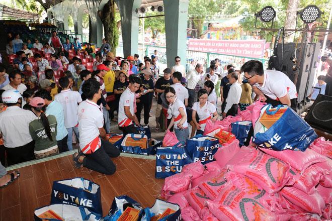 Việt Hưng Phát cùng Áo dài ABC trao 1400 phần quà cho người dân tỉnh miền Tây - 5