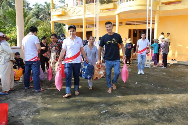 Việt Hưng Phát cùng Áo dài ABC trao 1400 phần quà cho người dân tỉnh miền Tây - 4