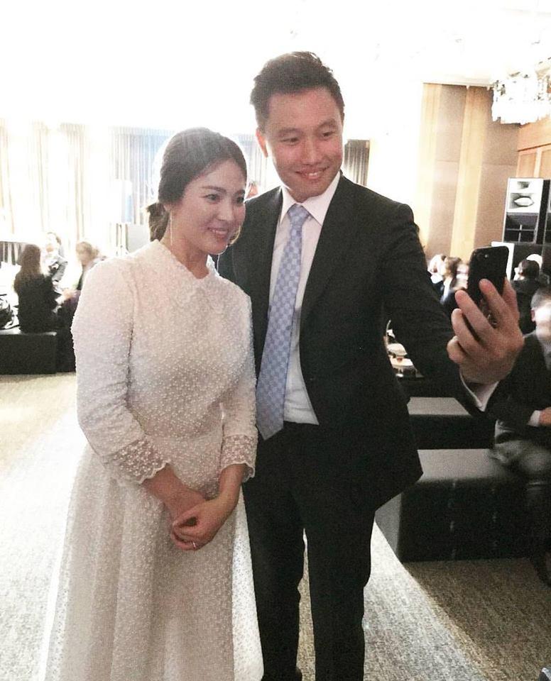 Song Hye Kyo lộ vòng hai to, Song Joong Ki không kiêng kị đi đám ma đồng nghiệp - 1
