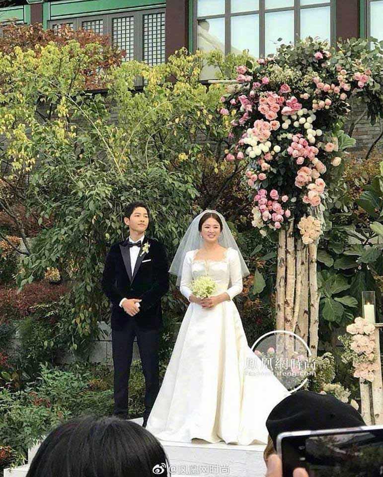 Song Hye Kyo lộ vòng hai to, Song Joong Ki không kiêng kị đi đám ma đồng nghiệp - 3