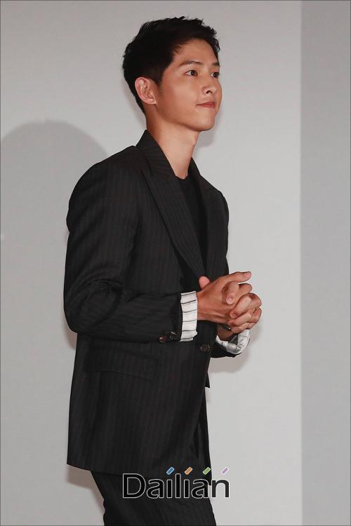 Song Hye Kyo lộ vòng hai to, Song Joong Ki không kiêng kị đi đám ma đồng nghiệp - 4