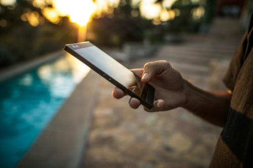 Ra mắt điện thoại Razer Phone: RAM 8GB, chơi game vô đối - 4