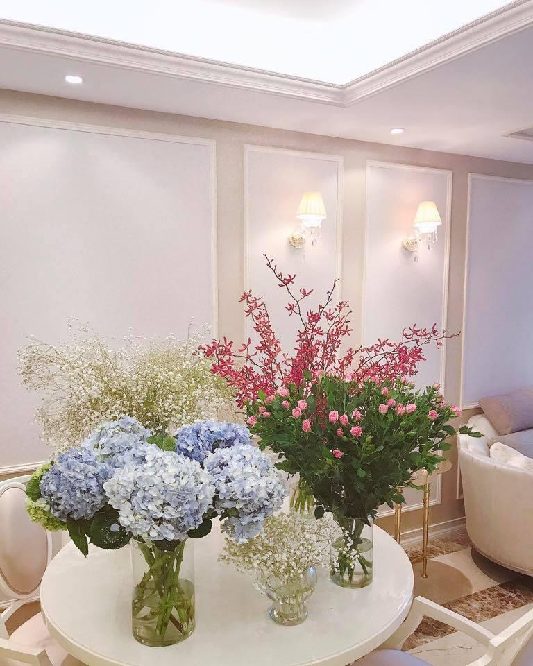 """Nhà đẹp của sao: """"Căn nhà hoa hồng"""" mê hoặc của Hoa hậu Phạm Hương - 3"""