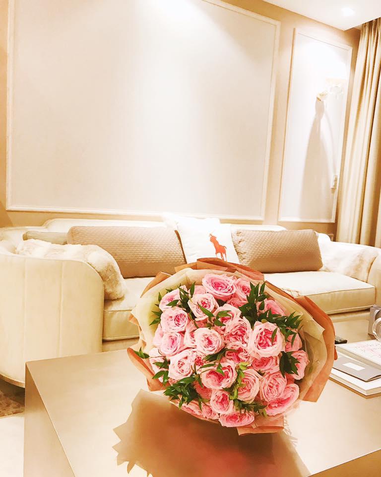"""Nhà đẹp của sao: """"Căn nhà hoa hồng"""" mê hoặc của Hoa hậu Phạm Hương - 5"""