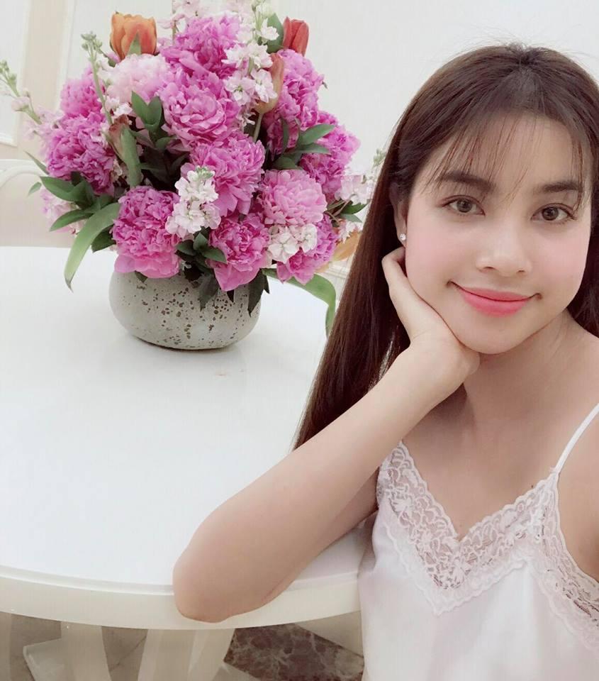 """Nhà đẹp của sao: """"Căn nhà hoa hồng"""" mê hoặc của Hoa hậu Phạm Hương - 6"""