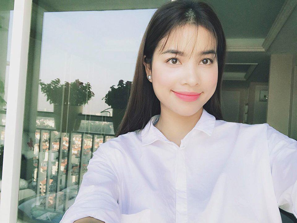 """Nhà đẹp của sao: """"Căn nhà hoa hồng"""" mê hoặc của Hoa hậu Phạm Hương - 11"""