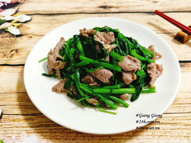 Chỉ cần làm cách này món thịt bò xào rau muống sẽ xanh giòn, mềm ngọt - 1