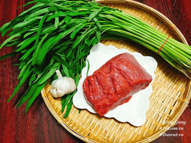 Chỉ cần làm cách này món thịt bò xào rau muống sẽ xanh giòn, mềm ngọt - 2