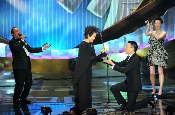 Mẹ nuôi Lưu Đức Hoa mất niềm tin vào đàn ông sau 3 mối tình dang dở - 1