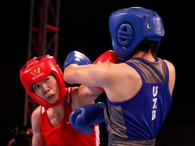 """2 người đẹp boxing Việt Nam """"vùi dập"""" cao thủ, đại thắng ở giải châu Á - 8"""