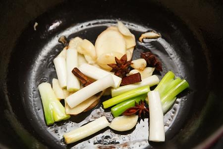 Cách chế biến món sườn bò kho thơm nức mũi - 2