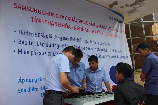 Công ty điện tử Samsung chung tay cùng người dân  khắc phục hậu quả bão lũ - 3