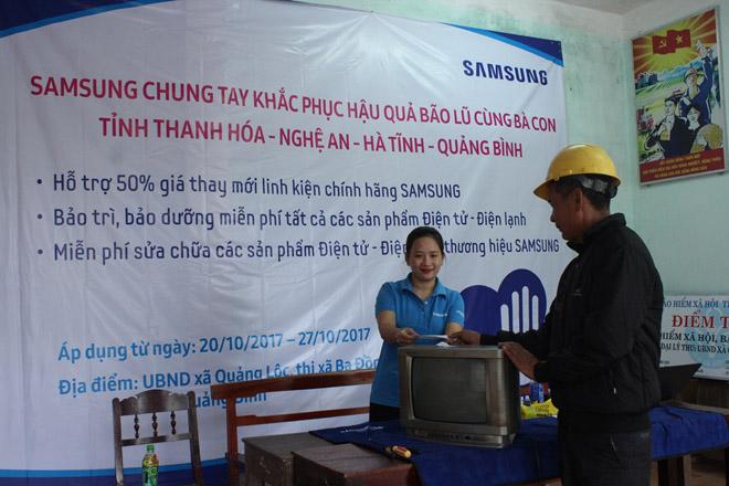 Công ty điện tử Samsung chung tay cùng người dân  khắc phục hậu quả bão lũ - 5