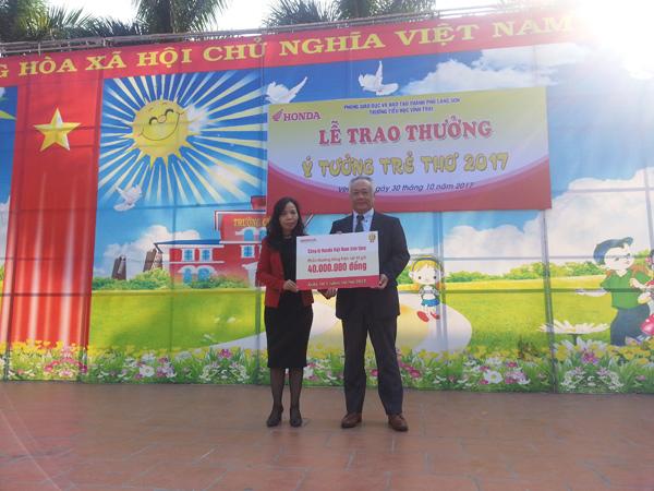 Honda Việt Nam trao thưởng cho trường có thí sinh đạt giải Cuộc thi Ý tưởng Trẻ thơ 2017 - 1