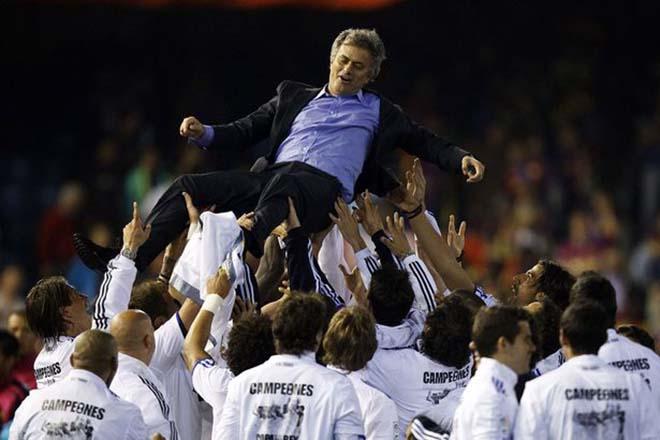 """MU loạn trước đại chiến Chelsea: Mourinho bị fan """"khiêu chiến"""", lo hầu tòa - 2"""