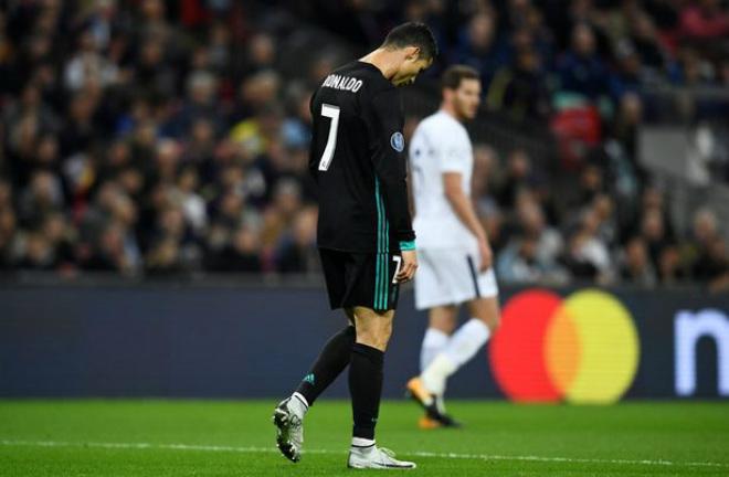 Real lâm nguy, Ronaldo rũ bỏ: Hờn dỗi hay âm mưu tháo chạy - 2