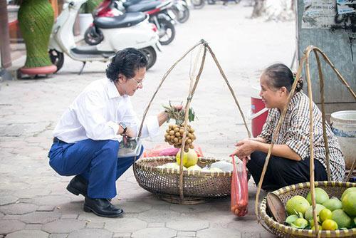 Xúc động khoảnh khắc Chế Linh ngồi trà đá vỉa hè, người bán hàng rong nhận ra và ôm chặt - 9