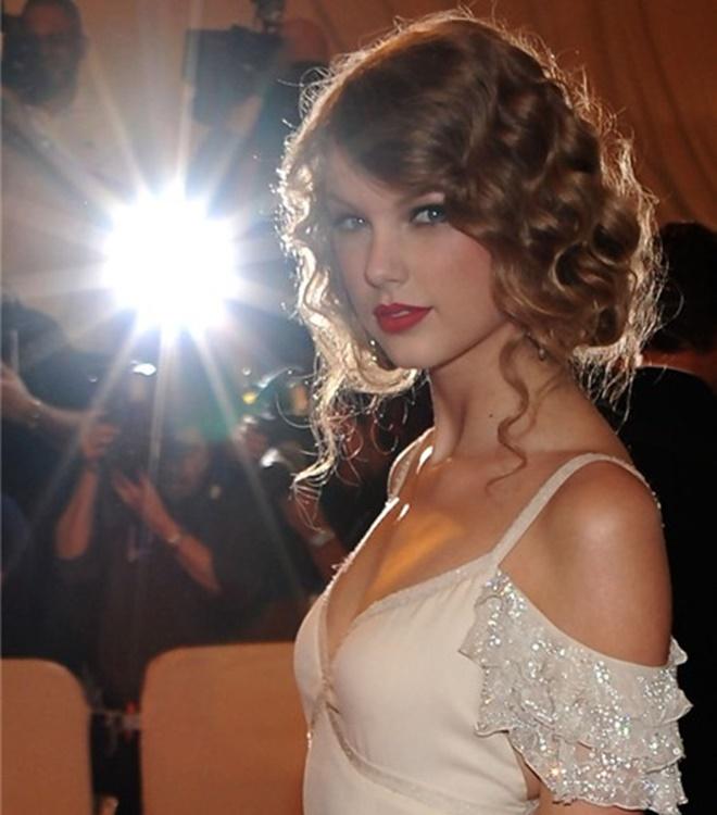 """Sau nghi án nâng cấp vòng 1, Taylor Swift hot như """"bom sex"""" - 18"""