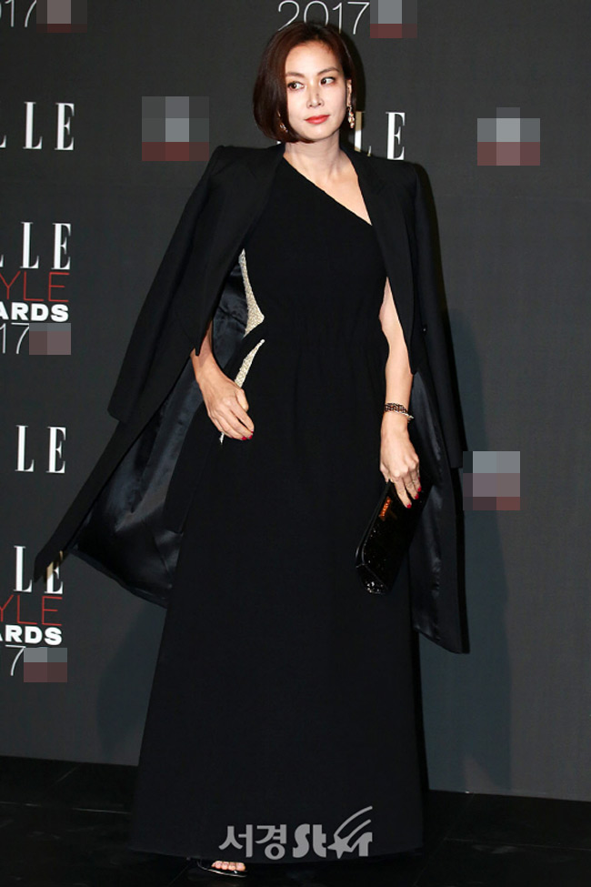 """""""Hôn thê của Lee Min Ho"""" bị chê tơi tả trên thảm đỏ - 6"""