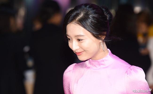 """""""Hôn thê của Lee Min Ho"""" bị chê tơi tả trên thảm đỏ - 4"""
