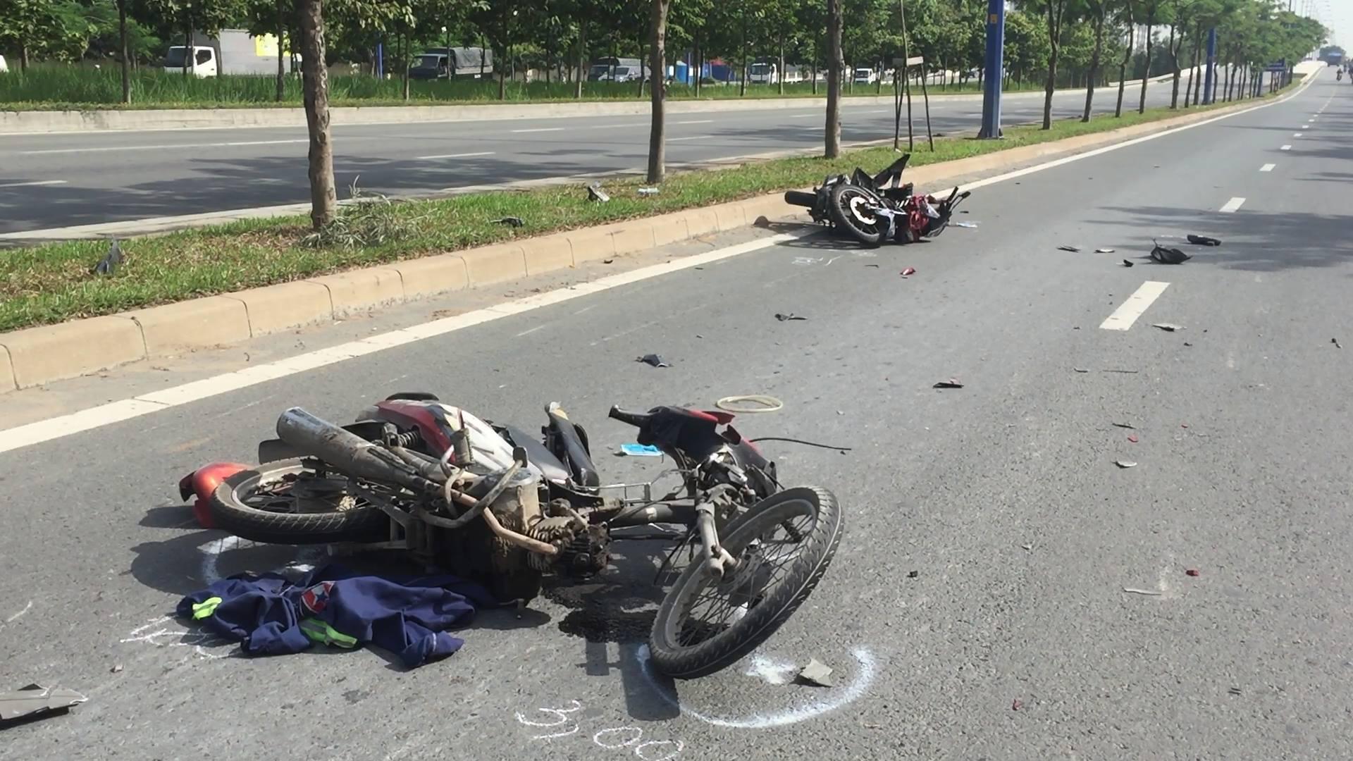 Hai xe máy vỡ nát gần hầm vượt sông SG, 2 người nguy kịch - 1