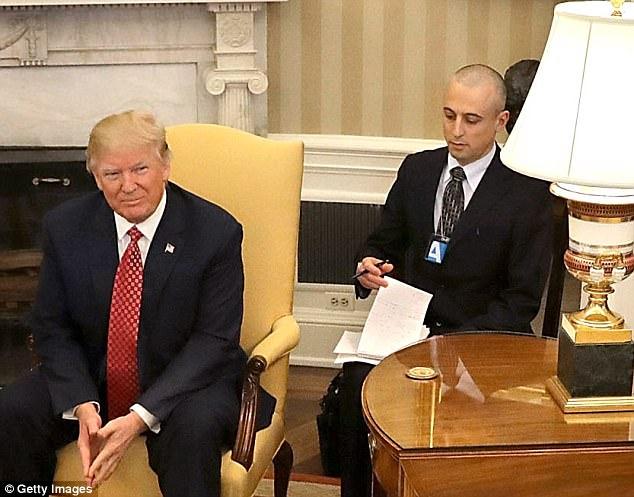 Tổng thống Mỹ Trump đến Việt Nam: Bí mật người phiên dịch gốc Việt - 1