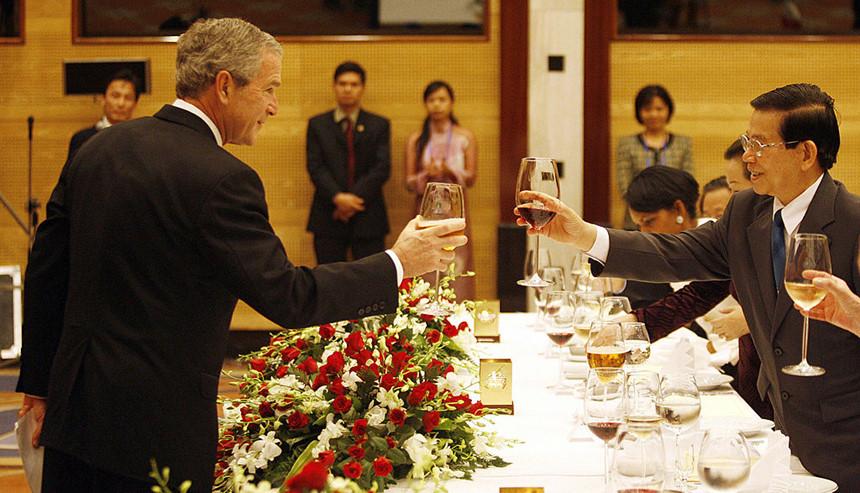 Việt Nam tổ chức tiệc chiêu đãi APEC rực rỡ và hoành tráng - 1