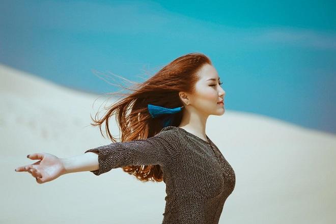 """Hương Tràm kể chuyện tình Mai Thu Huyền, Bình Minh trong MV siêu """"chất"""" - 1"""