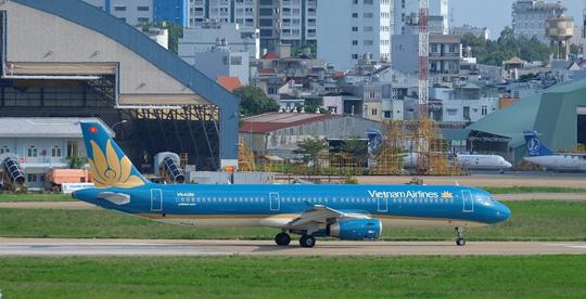 Hạ cánh khẩn cấp, Vietnam Airlines cứu mạng 2 hành khách - 1