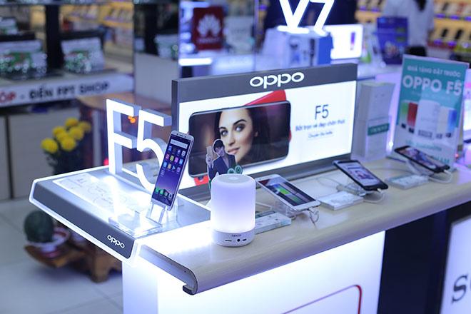 Đặt trước OPPO F5 tại FPT Shop, nhận ngay bộ quà trị giá 1,68 triệu đồng - 1