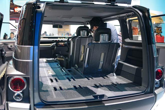 Toyota Tj Cruiser: Khi SUV kết hợp xe van chở hàng - 2