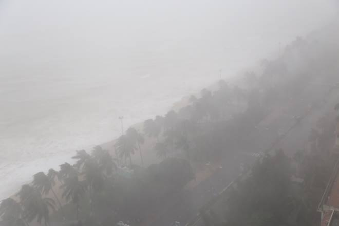 Chùm ảnh sức tàn phá khủng khiếp của bão số 12 - 10