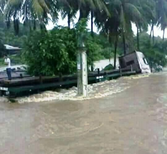 Chùm ảnh sức tàn phá khủng khiếp của bão số 12 - 19
