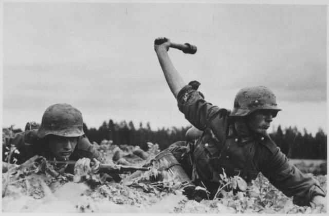 6 sai lầm quân sự lớn nhất khiến Hitler thảm bại, phải tự sát - 2