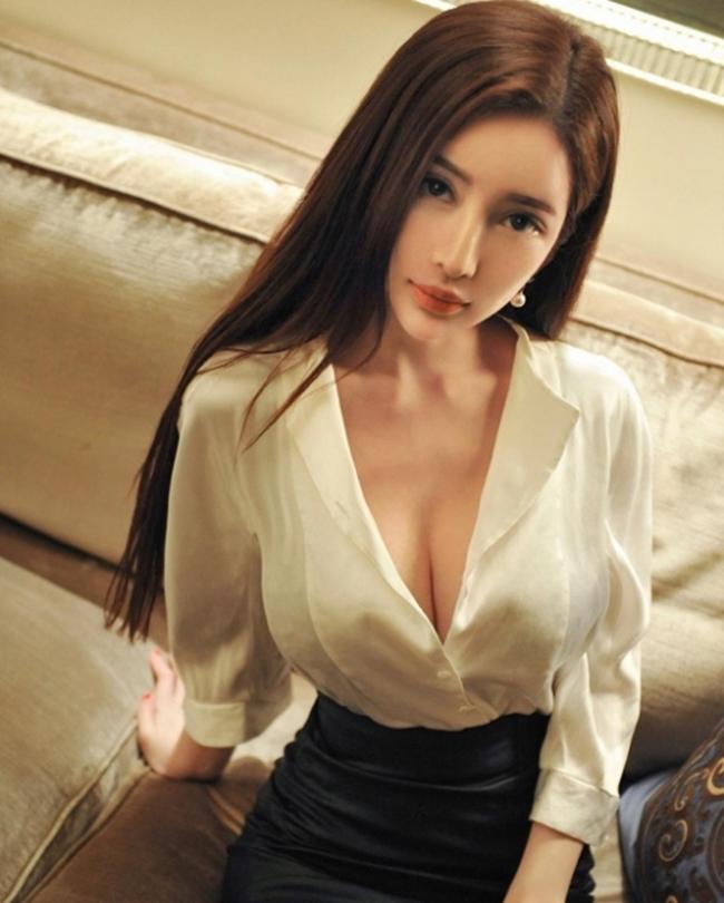 Quả thực, rất nhiều người mẫu tại Trung Quốc khiến người ta sửng sốt khi nhìn vào gương mặt rồi lại nhìn xuống thân hình, điển hình như cô nàng Mi Na.