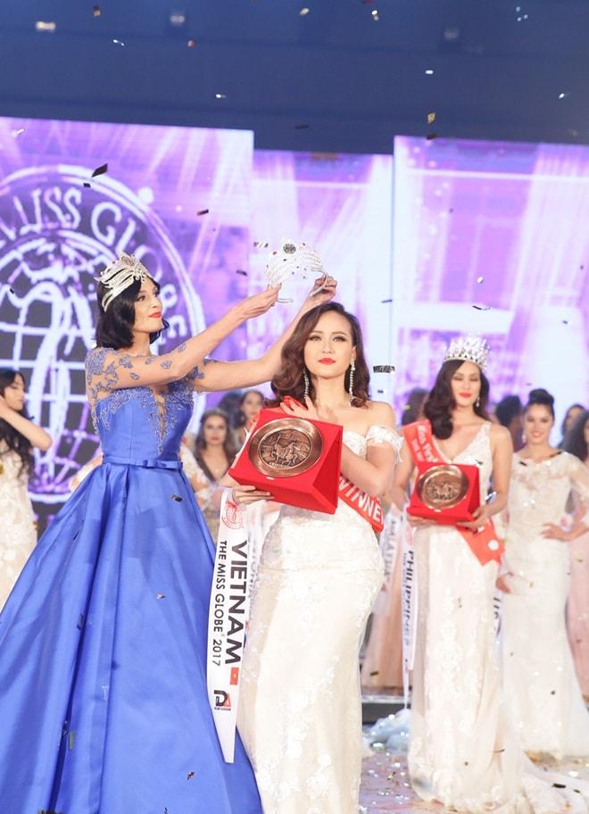Học trò Phạm Hương trở thành Hoa hậu Toàn cầu 2017 như thế nào? - 1