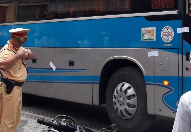 Xe khách gây ách tắc quốc lộ 1A: Phát hiện nhiều vỏ đạn - 1