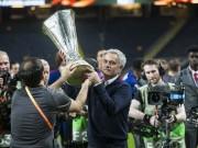 Chelsea đấu MU: Mourinho khoe 25 cúp đáp trả chỉ trích, đòi MU tăng lương sớm